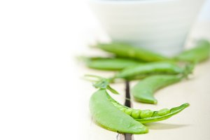 fresh green peas 014.jpg