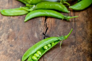 fresh green peas 056.jpg