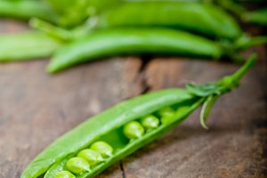 fresh green peas 058.jpg