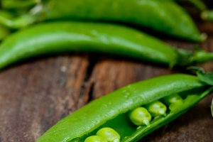 fresh green peas 069.jpg