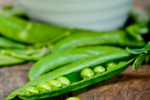 fresh green peas 072.jpg
