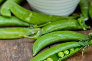 fresh green peas 074.jpg