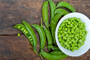 fresh green peas 076.jpg