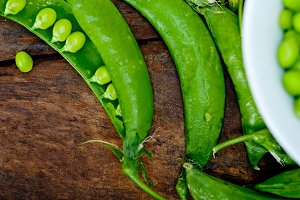 fresh green peas 079.jpg