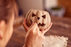 Potter makes pumpkin made of clay