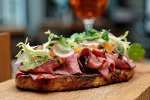 Sandwich with roast beef pastrami