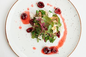 Salad with soft cheese and cherries
