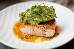 Grilled salmon fillet, guacamole