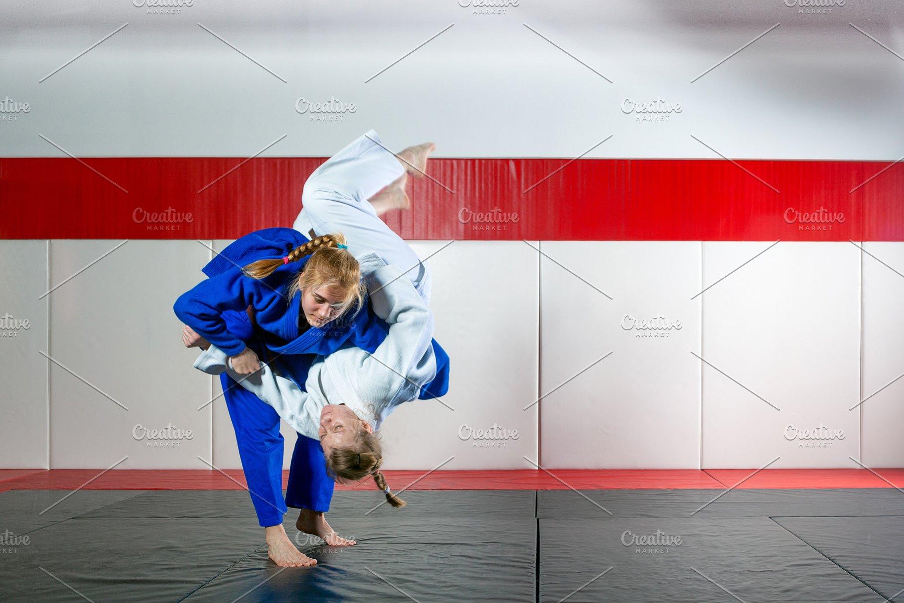 Women fight judo