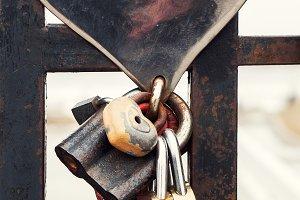 Metal bridge with locks