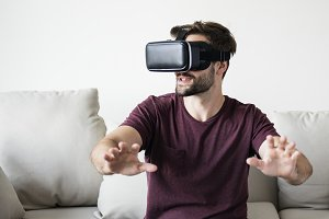 White man enjoying VR