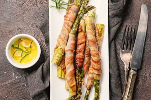 Grilled green asparagus wrapped with bacon