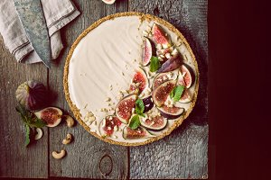 Delicious Tart with fresh figs