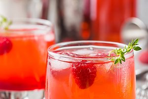 Cold raspberry lemonade