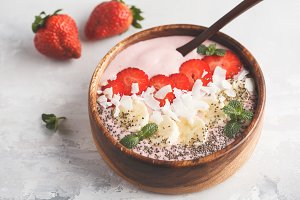 Strawberry pink smoothie bowl