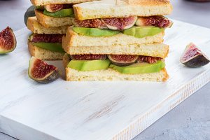 Sandwiches with figs and avocado