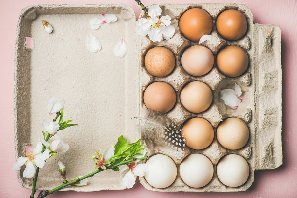 Natural colored eggs in box for Eas…