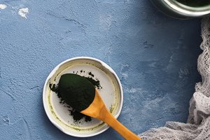 Spirulina powder protein supplement