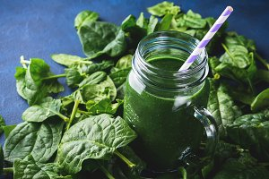 Green spinach spirulina smoothie in mason jar