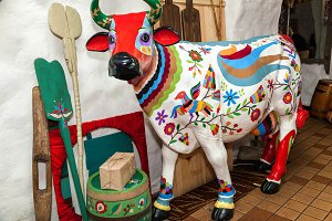 sculpture of a cow