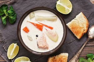 Salmon soup with potatoes