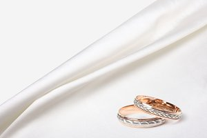 wedding rings on white silk backgrou