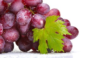 fresh rose grapes with leaf