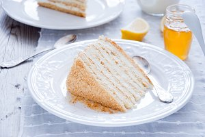 Honey cake with vanilla cream