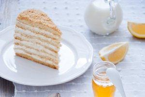 Honey cake with vanilla cream