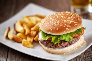 Fresh Hamburger With Fries
