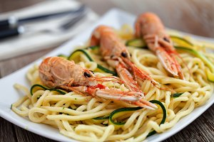 Tagliatelle with prawns and zucchin
