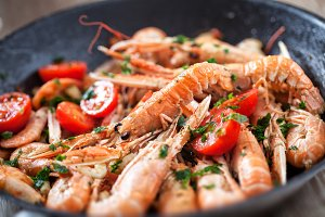 Scampi cooked with tomatoes and par