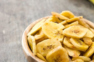 Banana chips in wooden bowl