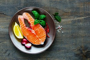 Salmon steak, lemon and herbs