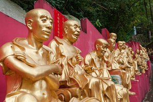 Statues at Ten Thousand Buddhas