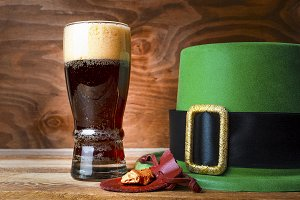 St.Patrick green hat, beer glass