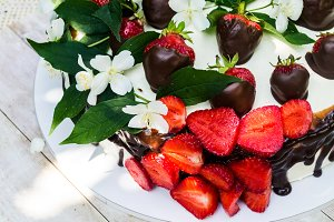 Nice strawberries cake (6 photos)