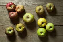 apples on wooden tables