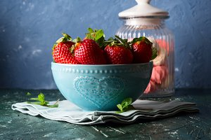Fresh strawberries in bowl