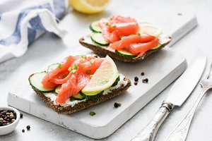 Salmon toast with cream cheese