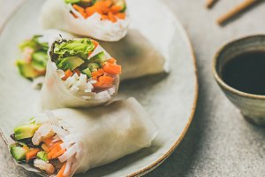 Shrimp and vegetable rice paper roll