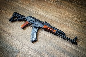 Assault rifle on the wooden floor
