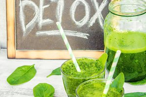 Detox green smoothie. Selective focu