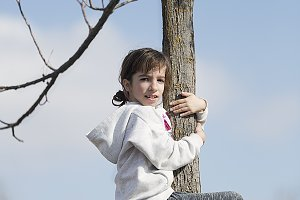 10-year-old girl climbed on a tree