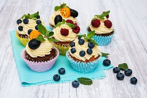 Cupcakes with fresh berries