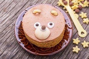 Cinnamon cake in the shape of a bear