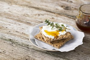 Snack gluten free crispbread with cr