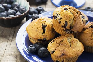 Blueberry muffins with powdered suga