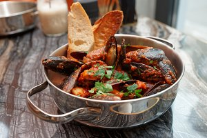 Mussels with hot arrabiata sauce