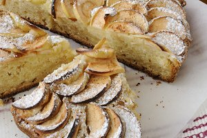 Pie with apples and cinnamon